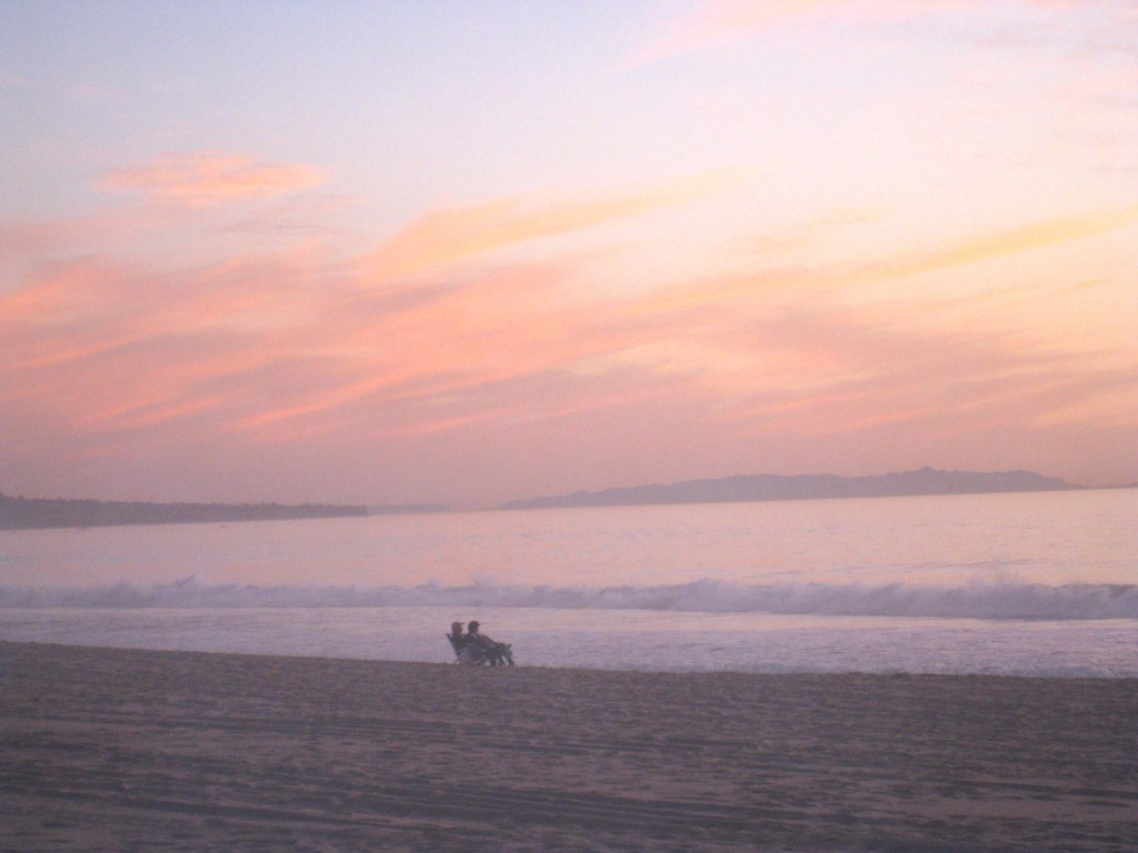 Manhattan Beach sunset couple on beach